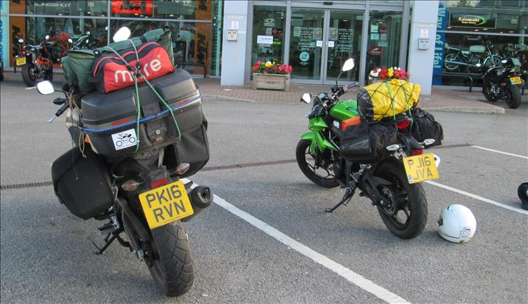 Ren's 500 with luggage next to Sharon's Kawasaki