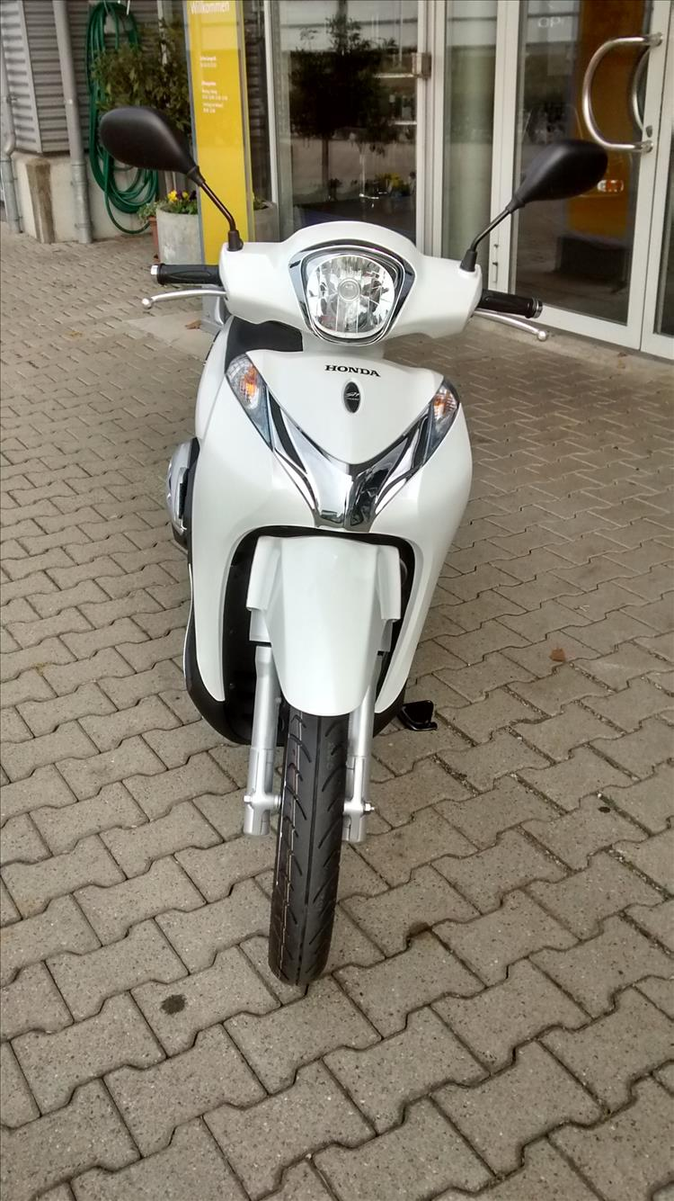 Honda SH 125 Mode (ANC125) in Pearl White