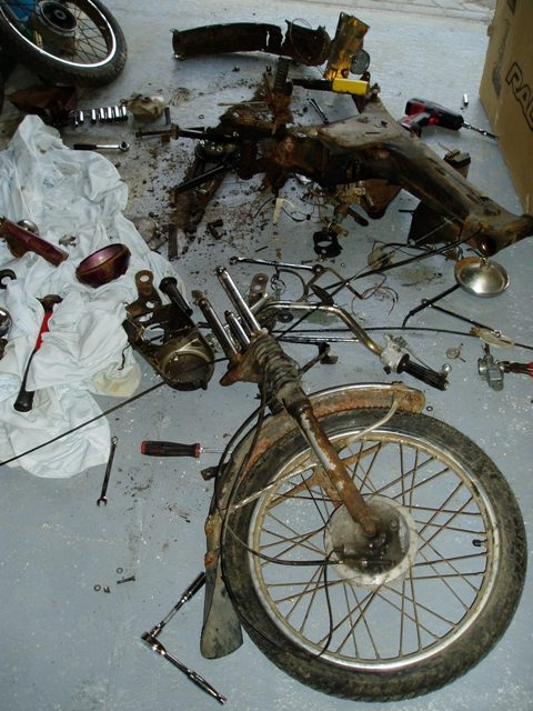 a yamaha fs1e in bits, all rusty and dirty