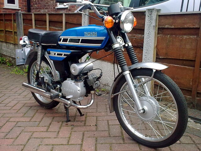 a clean complete and fully restored yamaha fs1e in blue
