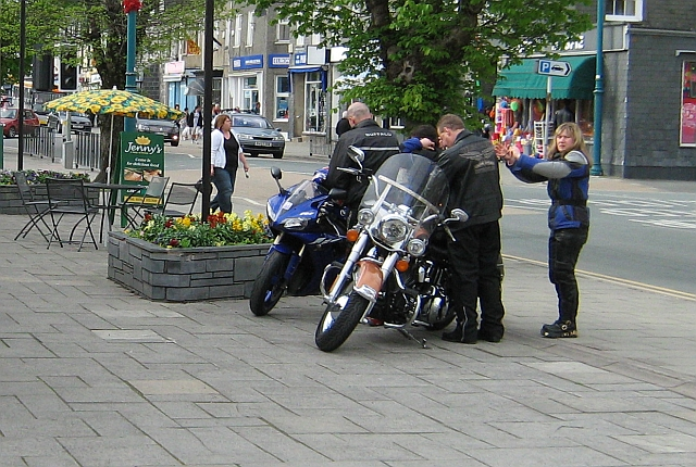 An odd pairing of an R1 and a Harley in Porthmadog