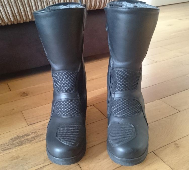 The front view of the slender and yet stout Lady Pilot boots by Daytona