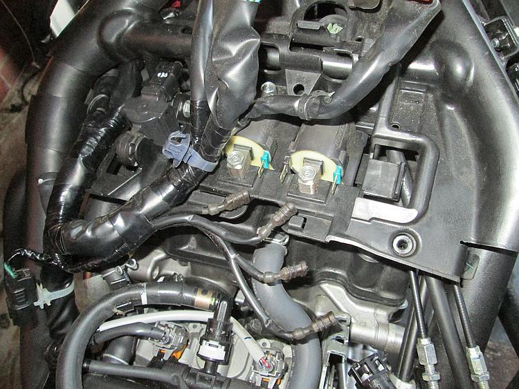 THe nest of wires, parts, connectors, pipes and clips under the tank of the CB500X
