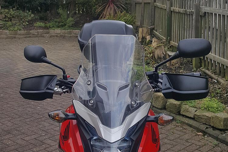 The standard screen as fitted to a Honda CB500X
