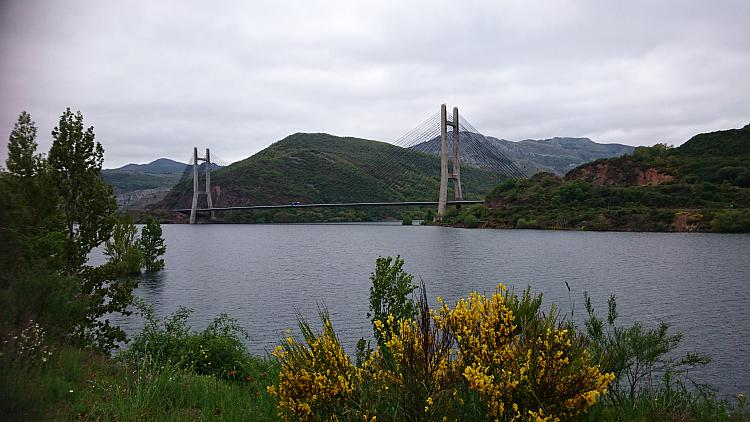 A large suspension bridge over a reservoir, Embalse de los barrios de luna