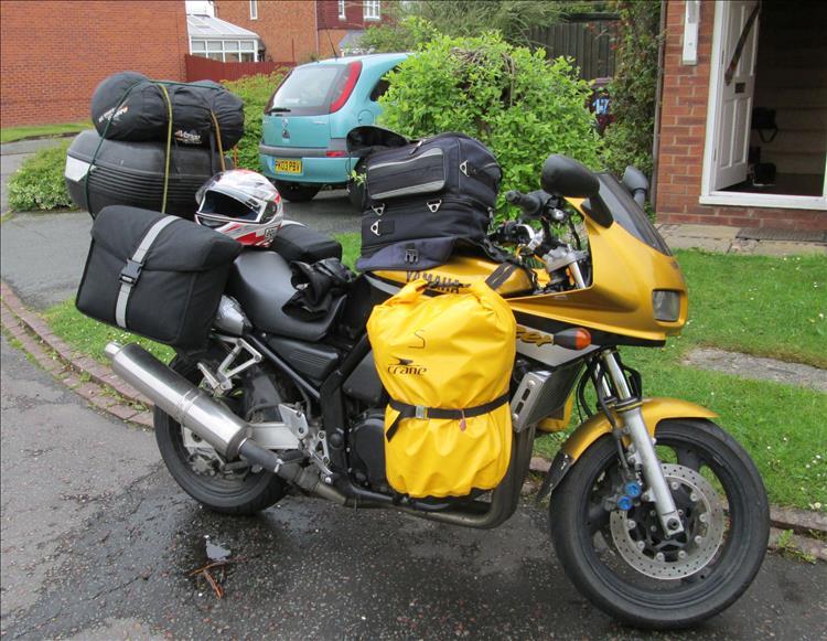 Yamaha Fazer FZS 600 covered in luggage even in places you would not expect