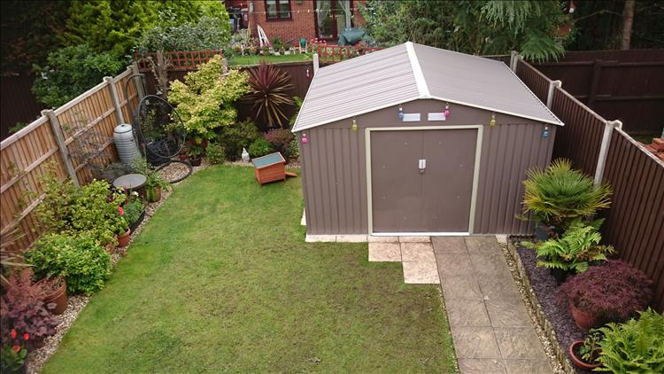 A fair sixed shed in Sharon's quite lovely garden. Seen from up high, taken from a bedroom window