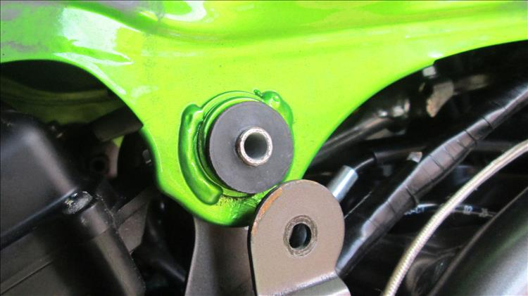 The tank mount has a rubber dampener or bush on the Z250SL