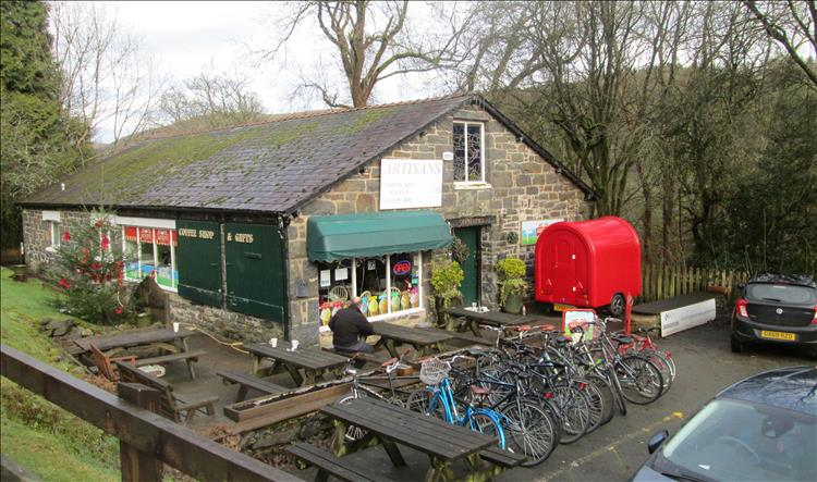 A stone built single storey building houses the cafe and gift shop at Lake Vyrnwy
