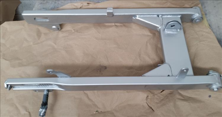 Seen from above the finished swingarm looks excellent in flat silver