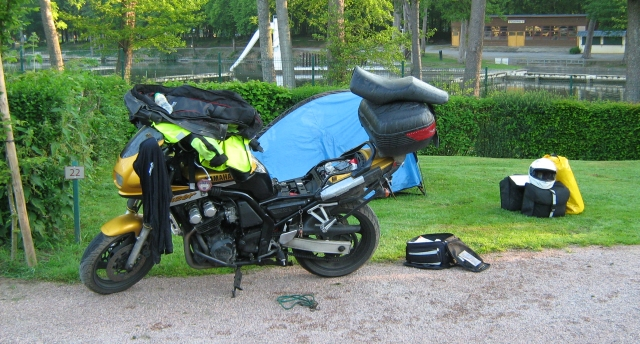 fazer 600 with camping gear all around in the sunshine at Le Nouvion-en-Thiérache