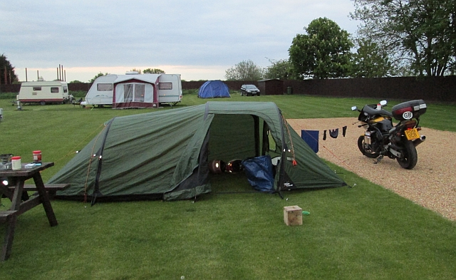 the tent and bike at the campsite in cambridge, the travellers rest