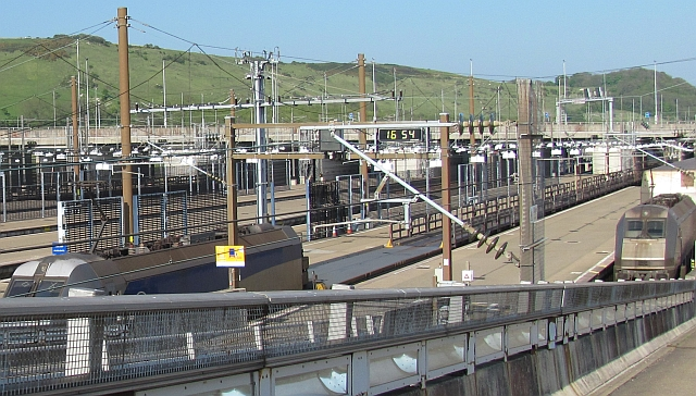 channel tunnel trains and platforms