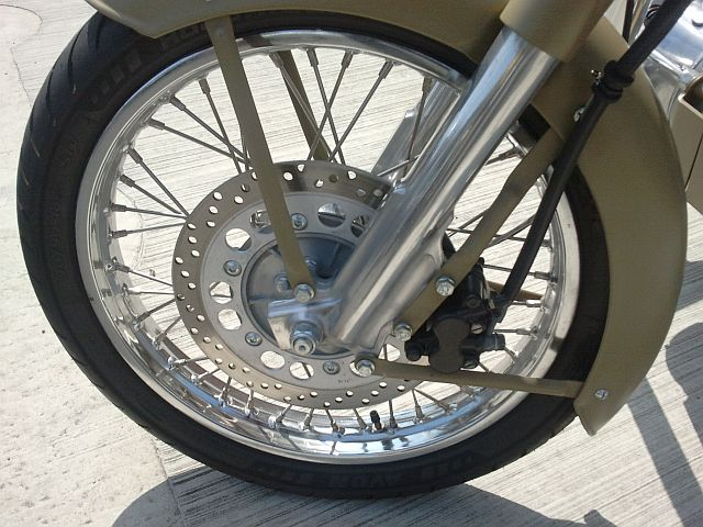 the old style front forks on the enfield 500 classic
