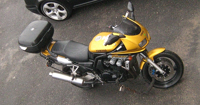 Yamaha FZS 600 Fazer seen from above