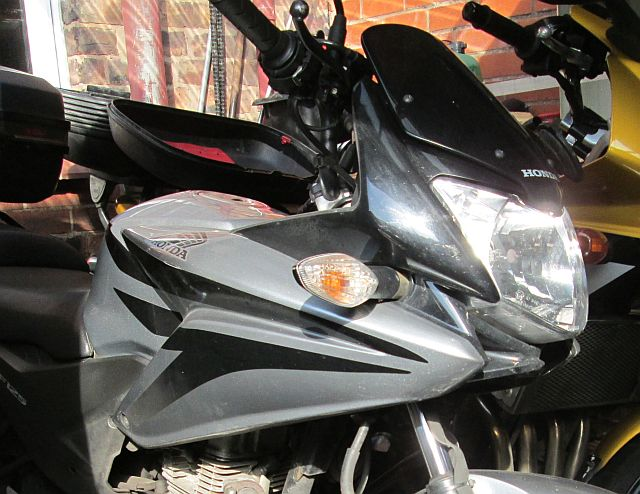 cbf 125 front end showing the small fairing