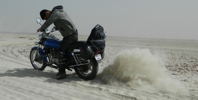 rear tyre spinning up salt on the salt lake