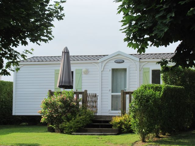 smart new static caravans with decking for hire