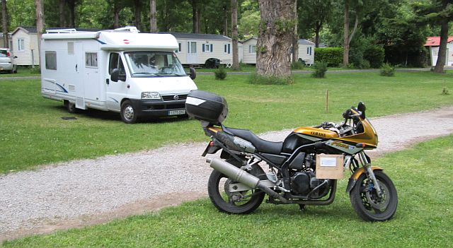 yamaha fzs 600 at the cote sud campsite in millau, before the rain