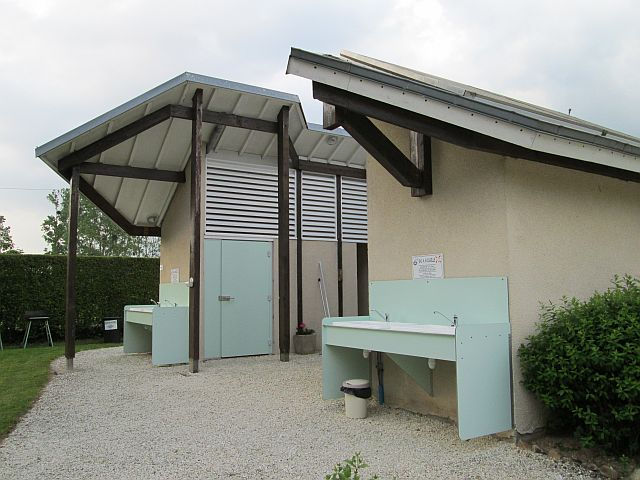 the toilet shower block at les rioms campsite. Angular and modern buidling