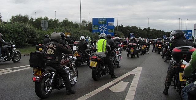 bikers 4 and 5 lanes deep coming to a roundabout