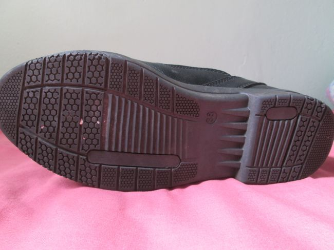 the sole of the mx021 boot with grip pattern. The sole is very strong to protect the foot