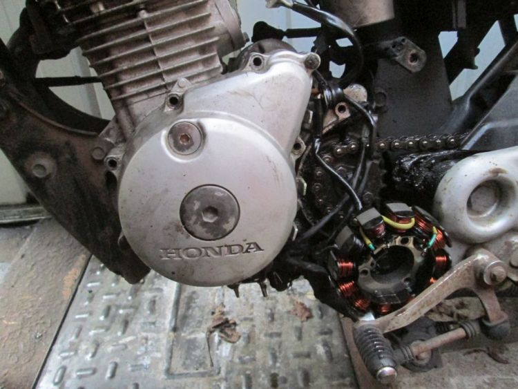 the stator hanging outside of the engine (cbf 125)