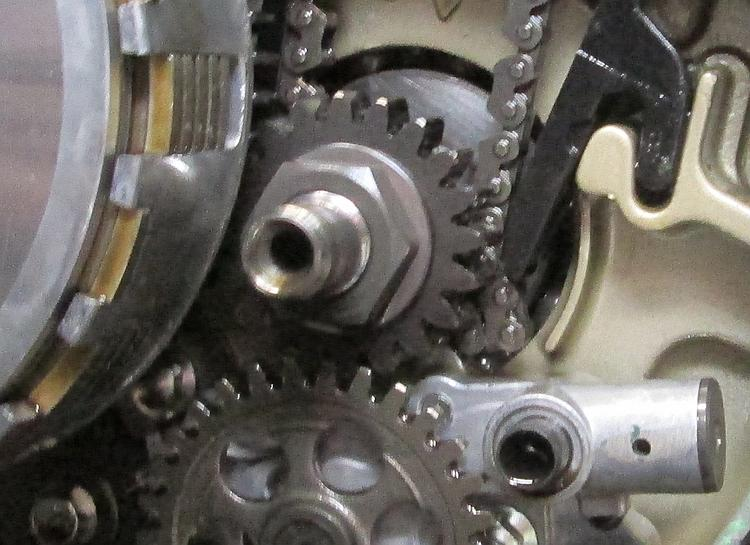 A kink over the bottom cam chain sprocket stops the build