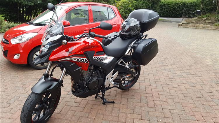 Pocket Pete's CB500X in red with panniers and top box