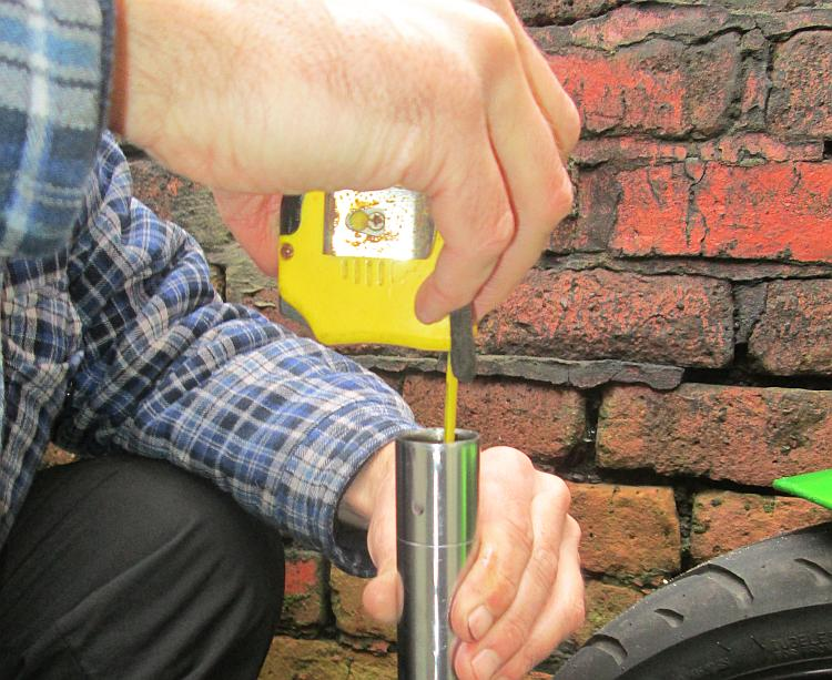 Measuring the fork oil level using an ordinary tape measure