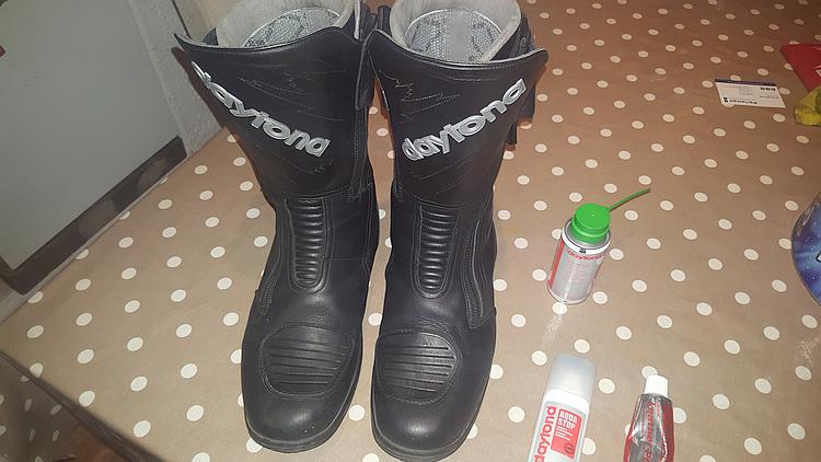 Pocketpete's Daytona boots all clean after using the cleaning kit.